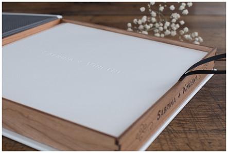 Le coffret bois et son livre assorti