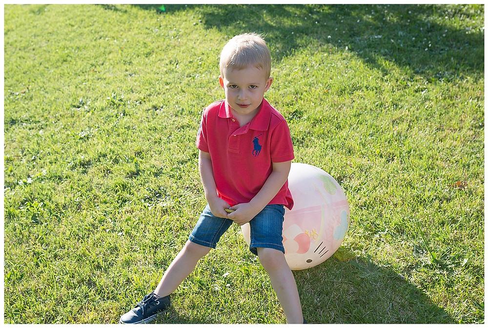 petit garçon ballon