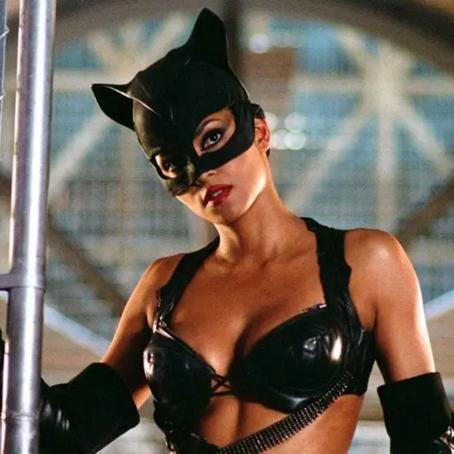 """""""Eu era apenas uma atriz contratada, não era o diretor"""", diz Halle Berry sobre Mulher-Gato"""