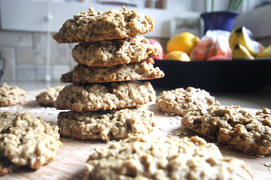 Healthy Oatmeal PB & Date Cookies