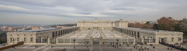 Palacio_Real,_Madrid,_España,_2014-12-27