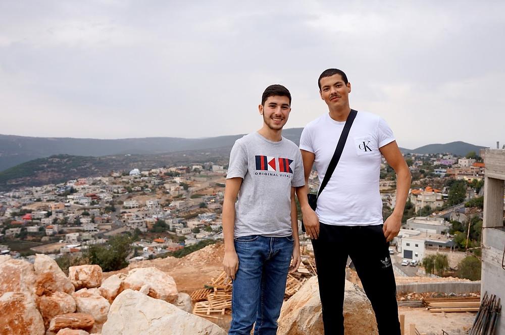 A gauche, Hicham et à droite, Ayoub