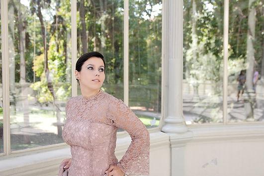 Soprano profesional y profesora de canto en Madrid. Clases de canto para niños y adultos. Estudio propio ubicado en Madrid. Reina de la noche