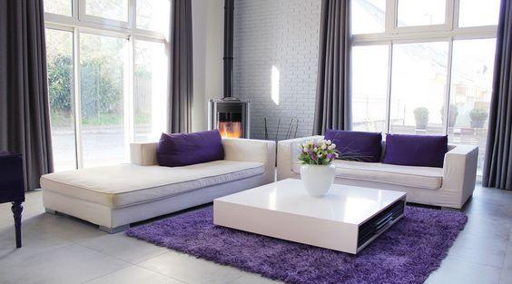 интерьер гостиной в фиолетовом цвете