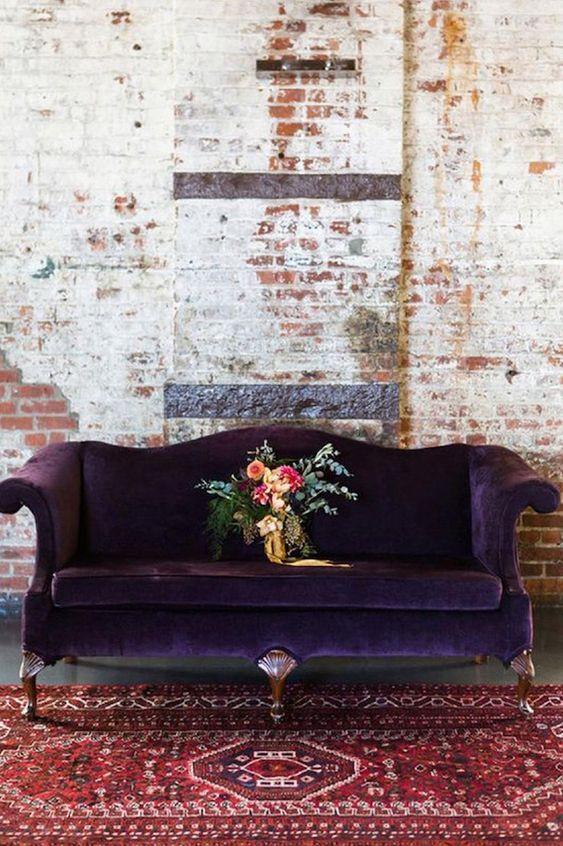 мягкая мебель в фиолетовом цвете