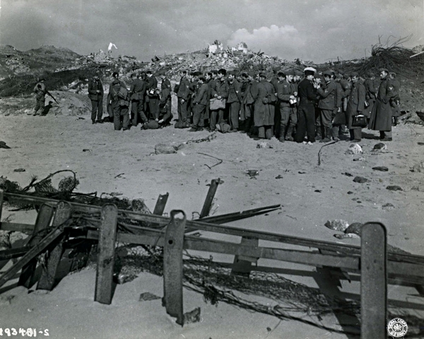 Prisonniers Allemands sur la plage