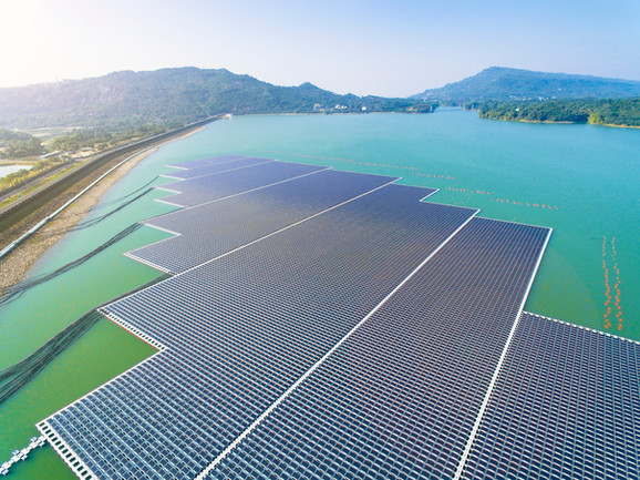 Solarprojekt auf dem Wasser - Floating solar