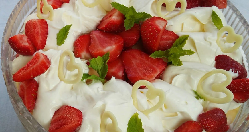 strawb trifle with hearts.jpg