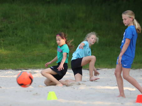 Ktp meiden Beach Soccer training.  Klaar voor 10 juli ? NK te Scheveningen.