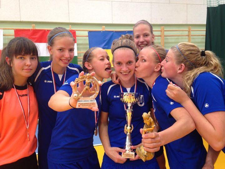 Facebook - Gehuldigd als 2e en Martine Kooiker als beste teamspeelster en Nancy