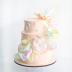 свадебный торт с вафельными цветами