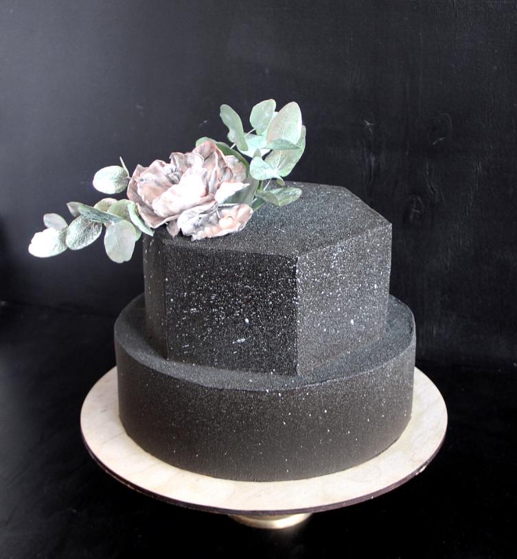 блестящий свадебный торт