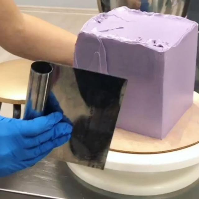 Кусочек видосика по выравниванию квадратика 🤗 Вот так делаешь торт, ничего не подозреваешь, а тебе