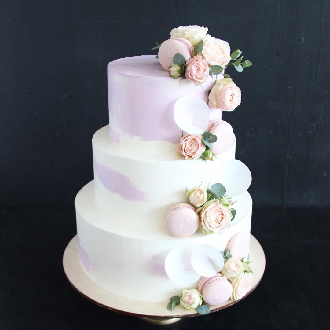 торт со съедобными цветами