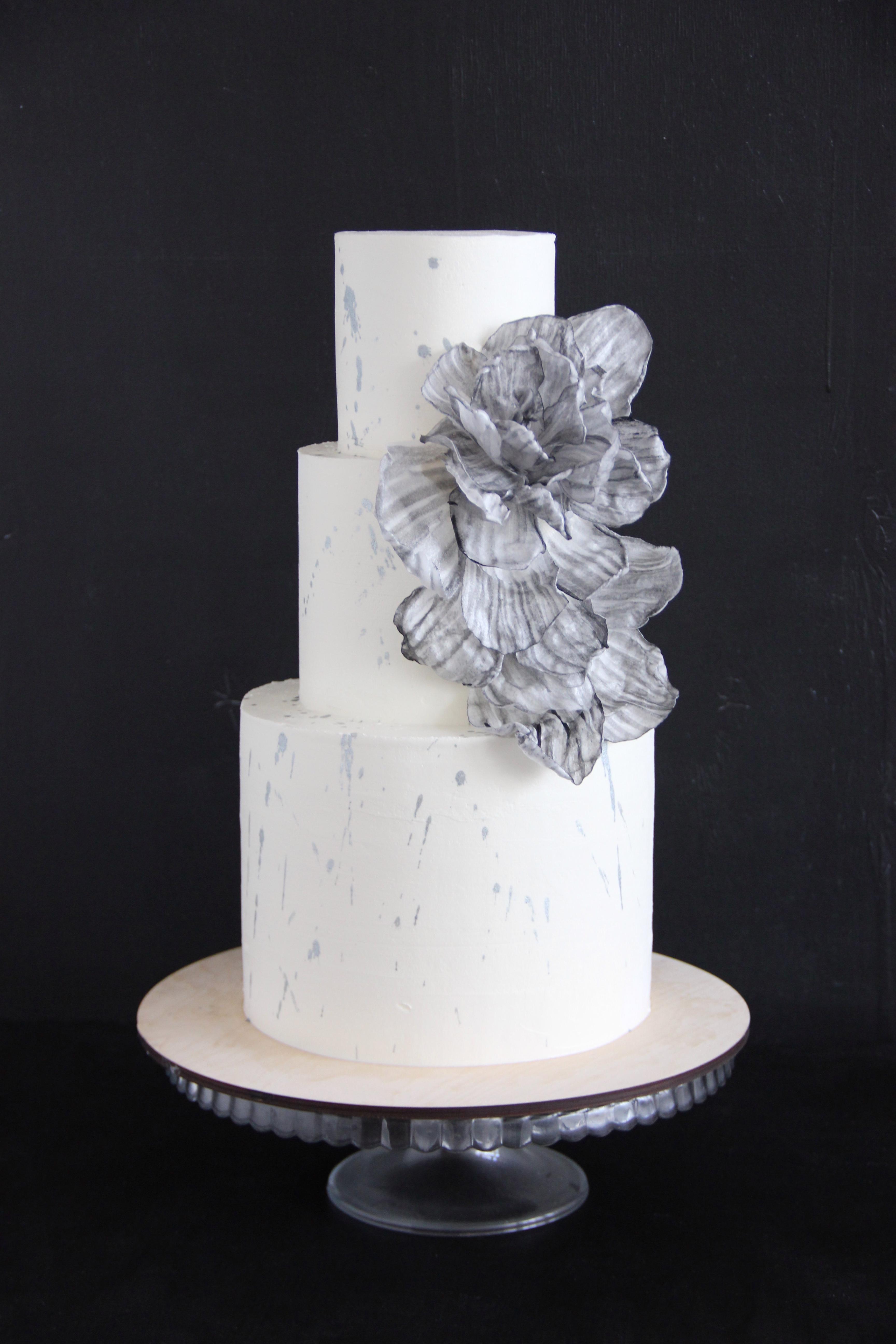 свадебный торт с цветами из вафли