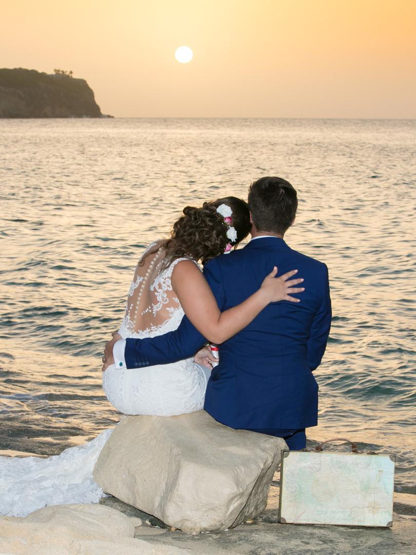 Seuls au monde, couple au sunset