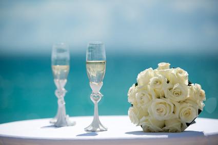 coupes de champagne sur la plage