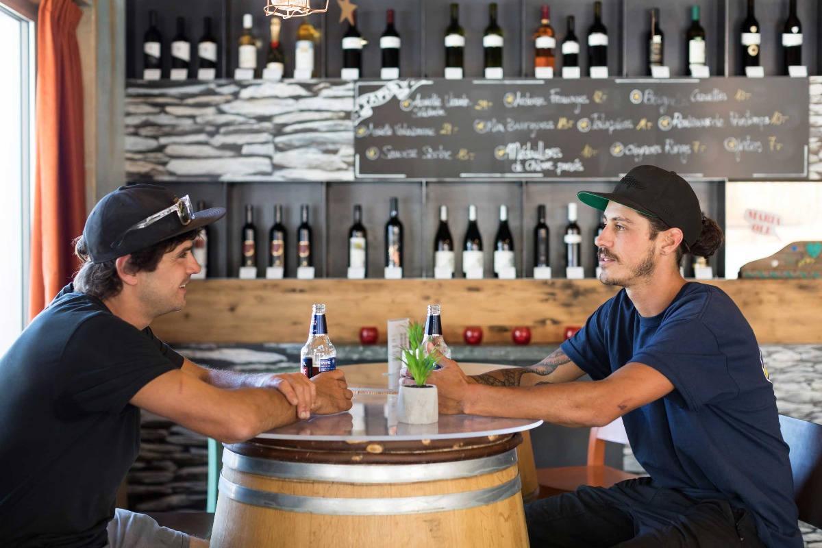 T-Bar, bar convivial