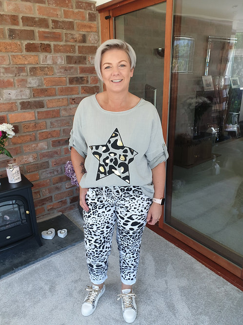 Grey linen animal print star top