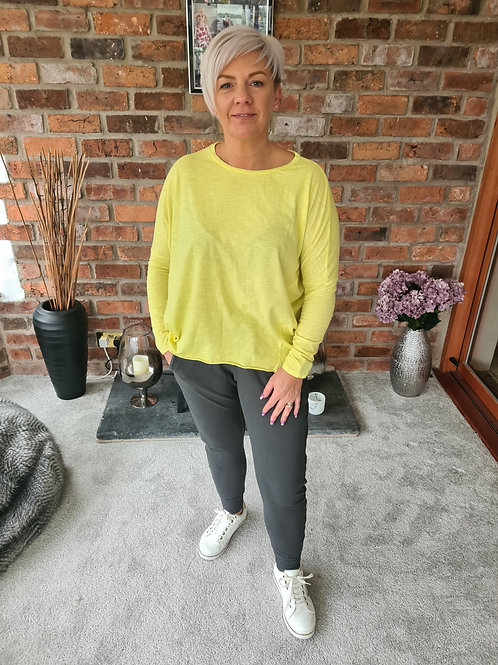 Yellow layering top be Suzy D