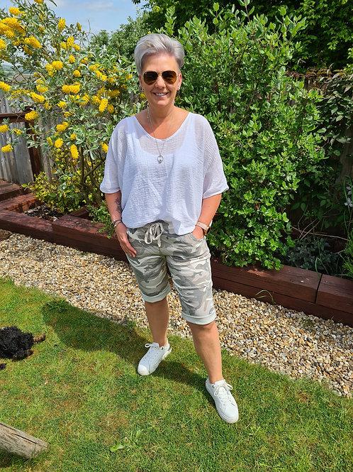 Grey camouflage magic shorts