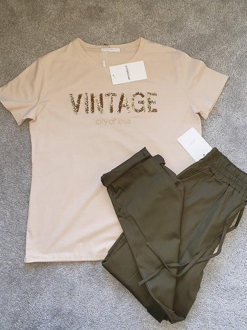 Beige tee with vintage slogan