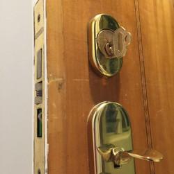 locksmith sok main door lock