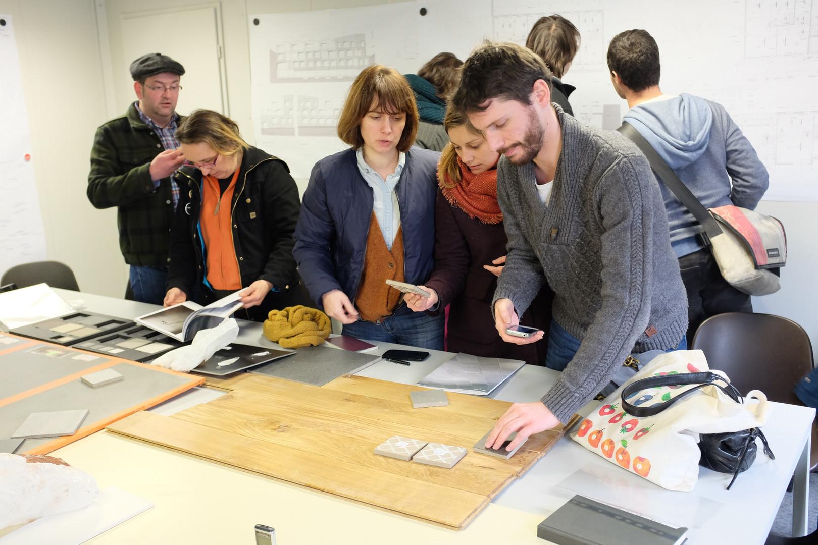 Atelier sur le chantier du Jardin divers dédié au choix des materiaux de finition