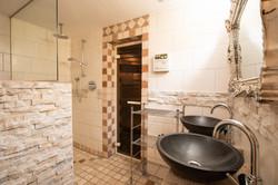 Extra bathroom 6/6 (toilet 4/4)