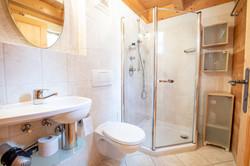 Bathroom upstairs (toilet 2/2)