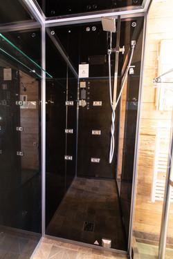 Shower of bedroom 1