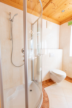 Bathroom 2/2