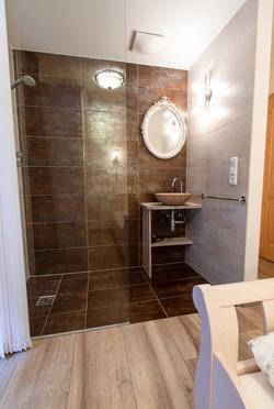 Bedroom shower 4/5