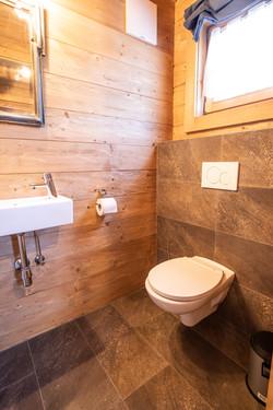 Extra toilet (2/3)