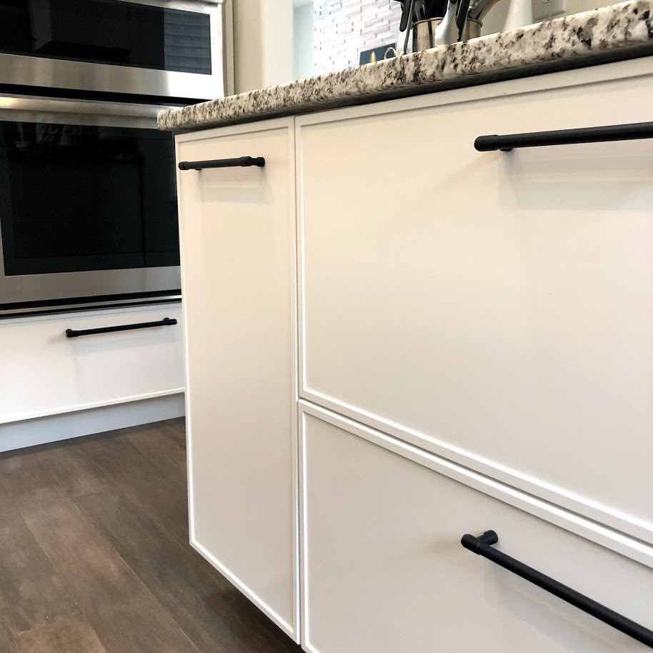 Stylish kitchen pulls can change how the whole room looks