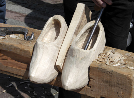 הנה לכם שיעור קצר על נעלים, עצים ועטים טכניים