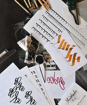 נירות עם קליגרפיה עברית של יורם קפלן