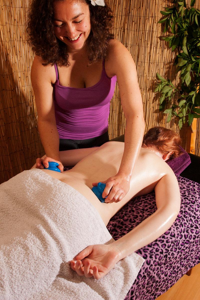 Anti-cellulite shaping massage