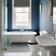 ab_roland_gardens_14 bathroom inc blind.