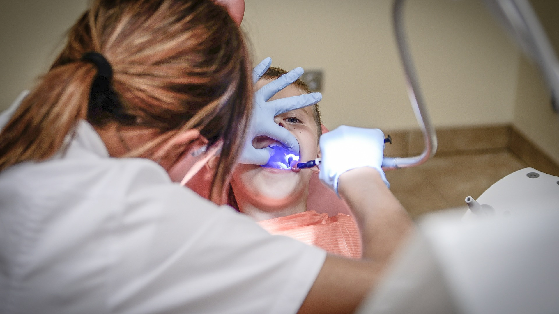 dentist-428649_1920.jpg
