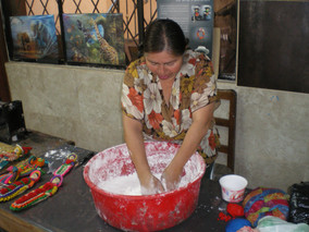 Rosa Perez, owner of El Danzante handicrafts, demonstrates the first step in making masapon (2014)