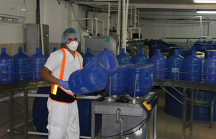 Ozone water sprayed on the inside of the bottles. Jorge loading machine that sprays 8 bottles at a time
