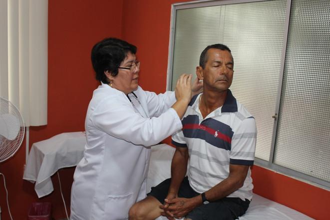 Buen Samaritano Medical Director Silvia Venegas examines a patient during 2019 medical mission