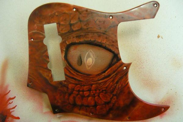 airbrush dragon eye on bass guitar airbrushed airbrushing