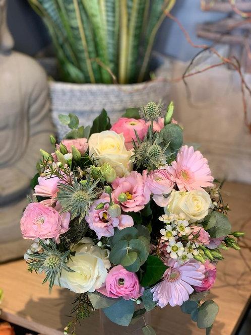 Bouquet de fleurs roses et blanches