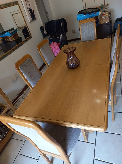 6 Seater Oak Dining room Table with 6 Chairs