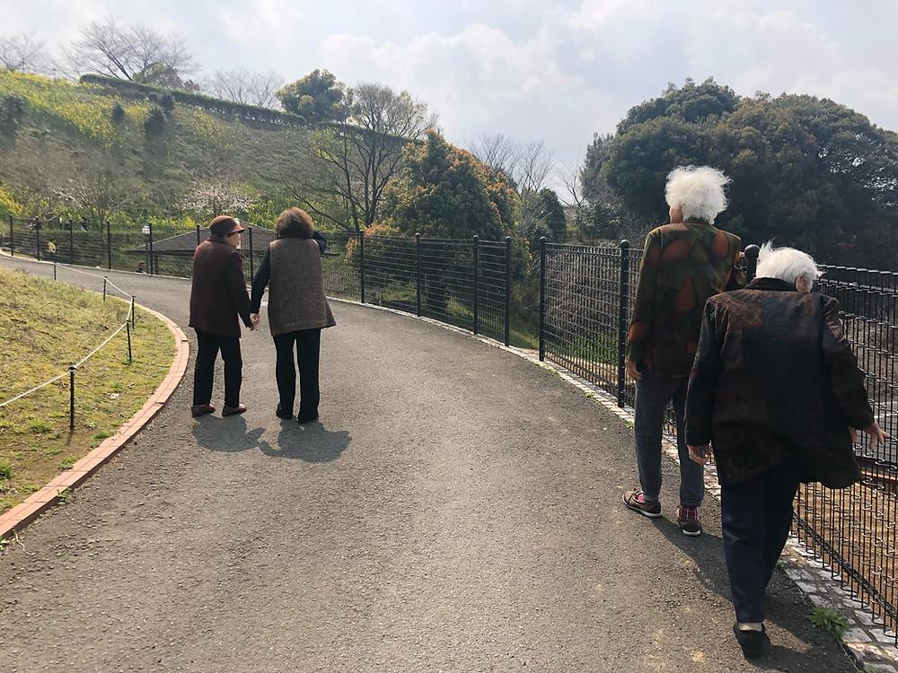 景色を眺めながら歩行訓練