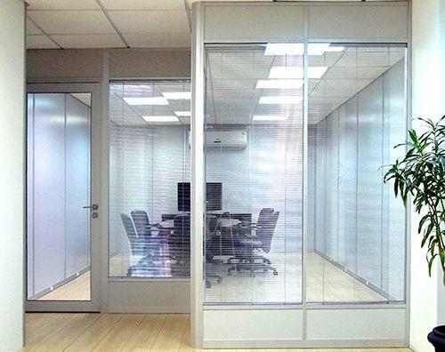 escritorio-com-divisoria-de-video.jpg