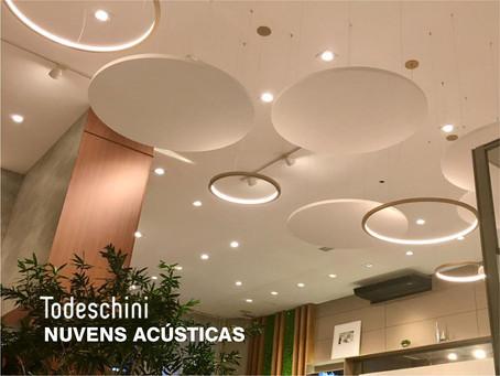 Projeto Todeschini Batel: Nuvens acústicas aliam elegância e conforto