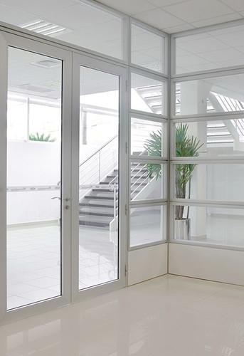 espaços-com-divisorias-vidro.jpg